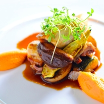 【ご夕食一例】味はもちろん、彩にもこだわった品々をご堪能下さい。