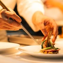 【ご夕食一例】味はもちろん、彩にもこだわった品々を是非ご堪能下さい。
