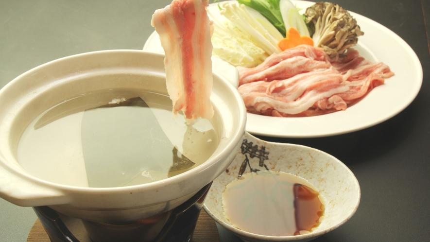 ■食事-極上の三元豚をしゃぶしゃぶで♪ 豚の脂が甘くて口の中で溶けていきます