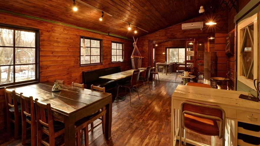 *【Cafe+Gallery Komorebi】静かな森に佇む、隠れ家のようなCafeです。