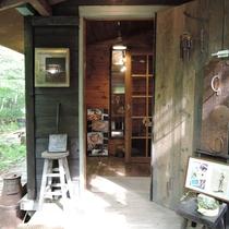 *【施設/カフェ】静かな森に佇む、隠れ家のような雰囲気です。