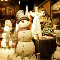 *【施設/ショップ】当館ならではのクリスマス、サンタグッズが揃っています。