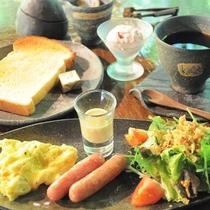 *【朝食全体例】自然のBGMで爽やかに目覚めた朝は、人気の朝食を食べてスッキリお目覚め☆