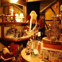 *【施設/ショップ】サンタやスノーマンなどの人気のキャラクター雑貨が勢揃い!