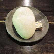 *【朝食一例】パンは地元のおいしいパン屋さんから仕入れています。