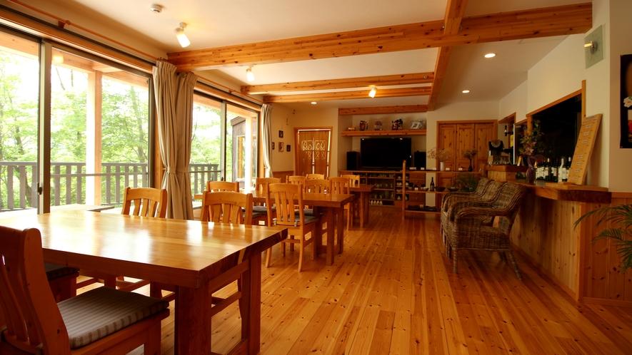 開放感あふれる空間、お食事は朝夜共にこちらでお召し上がり頂きます。