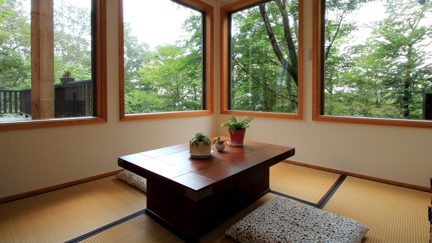 お風呂上りや景色を眺めながらゆっくりくつろげる休憩室