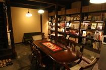 図書室 library lounge