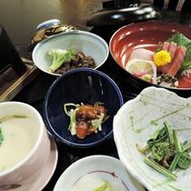 *【夕食一例】季節の幸をふんだんに使用した品々をご堪能ください。