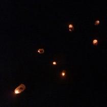 *【上桧木内の紙風船上げ】真冬の夜空に一斉舞う光景は幻想的かつ感動的☆