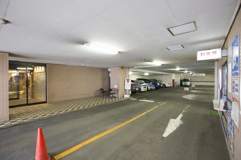 ホテル隣接の提携駐車場