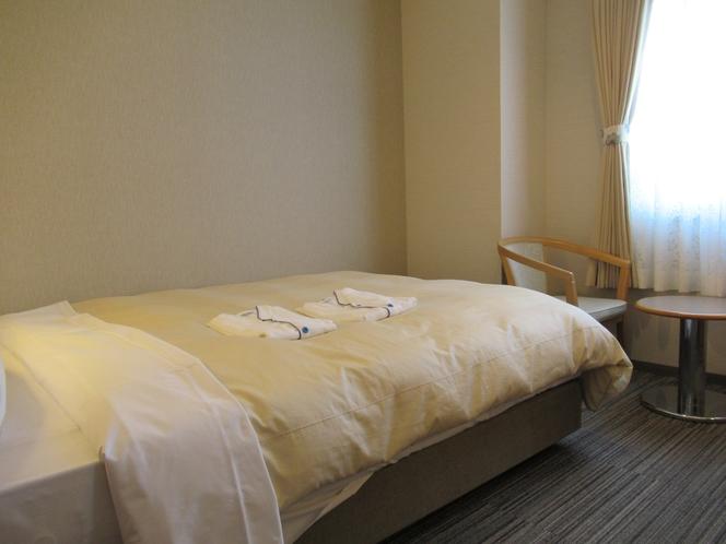 ダブルルーム 16平米 140センチ幅ベッド