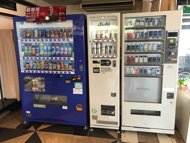 リラックスルーム内自動販売機(ラーメンもフロントで販売しています)