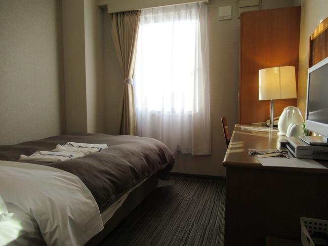 セミダブルルーム 13平米 120センチ幅ベッド