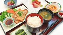 【夕食の一例】和定食を日替わりでご提供いたします。