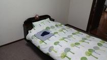 ふかふか枕のベッドです。