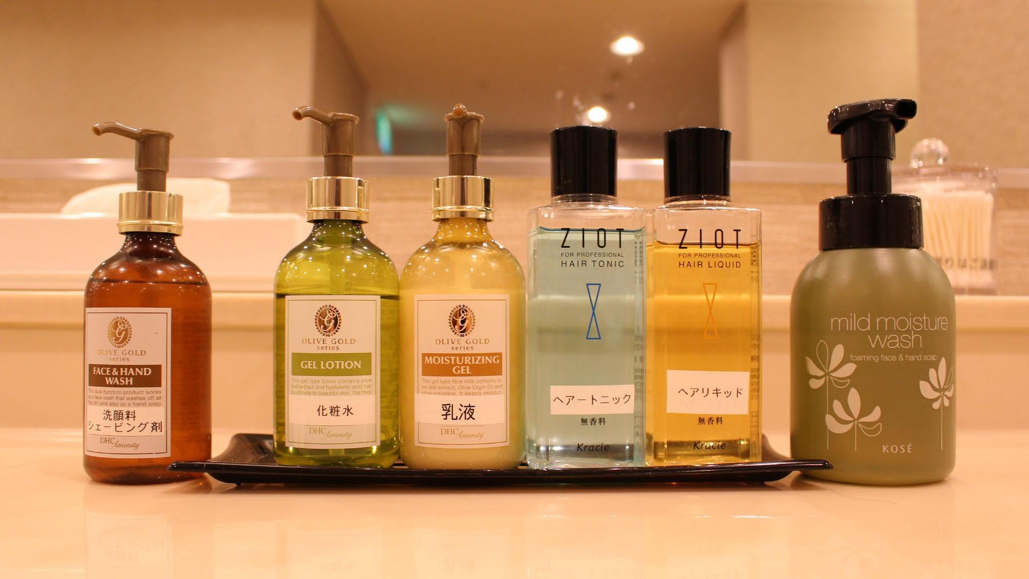 【アメニティ】大浴場に各種化粧品をご用意。化粧水・乳液等を取り揃えております。