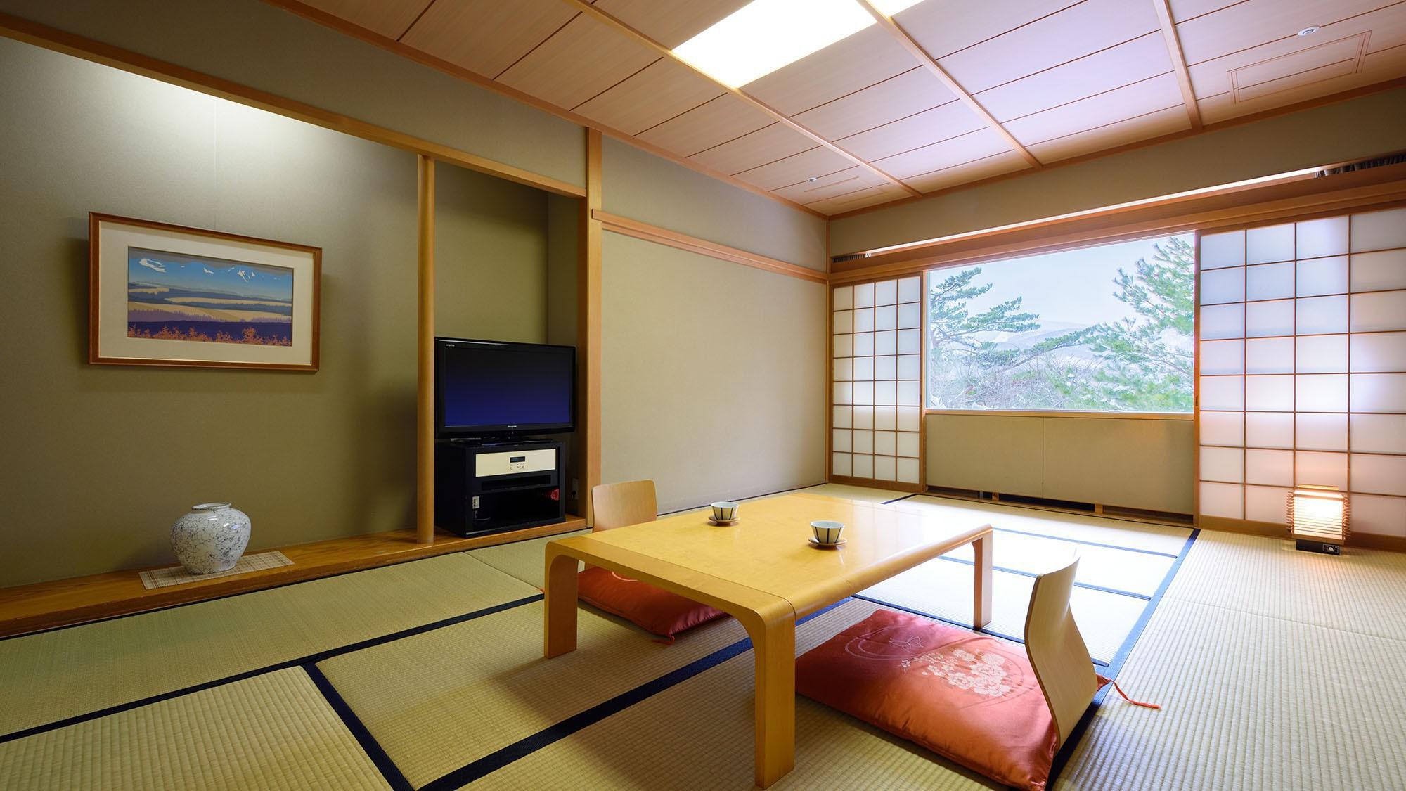 【和室】12畳。ファミリーに最適な大人数でご利用いただけるお部屋です。