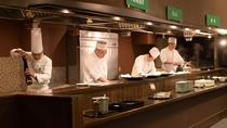 【バイキング】シェフが目の前で調理するライブキッチンが人気♪熱々・新鮮のお料理をご堪能ください。
