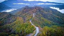 【秋の磐梯吾妻レークライン】秋元湖、小野川湖、桧原湖の湖沼とカラマツなどの樹林が織り成す絶景。