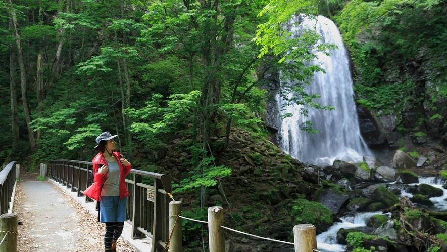 【小野川不動滝】小野川湖の上流にある滝。滝のある場所に不動明王が祀られていることが名前の由来。