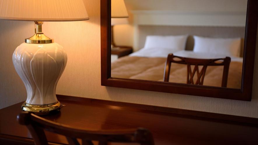 【ダブル】34平米。ゆとりのクイーンサイズベッドを配置したお部屋です。