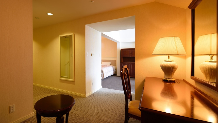 【デラックスツイン】58平米。最上階に位置する前室付きのペントハウスです。