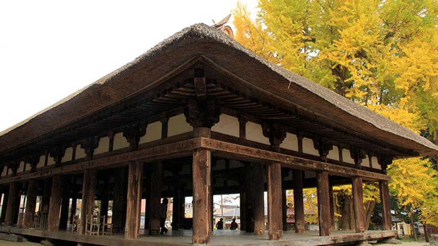 【新宮熊野神社の長床】源頼義の勧請とされる古社です。