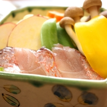 アマダイと季節野菜の蒸し料理