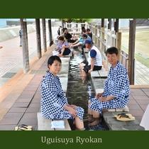 日本一の長さを誇る足湯「ほっとふっと105」は宿のすぐ側!