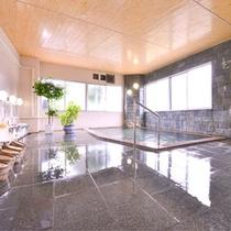 *大浴場(男性)/あたたかい温泉に浸かって、1日の疲れをほっと癒してください。