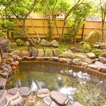 *お部屋の露天風呂(源泉掛け流し温泉)/好きな時に好きなだけ源泉かけ流し温泉をお楽しみいただけます。