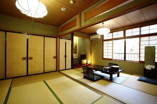 和室12畳(6畳2間ユニットバストイレ付き)■2階