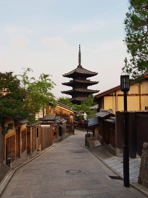 八坂の塔(早朝)
