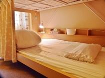 相部屋(二段ベッド、下)