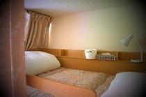 相部屋(二段ベッド、上)