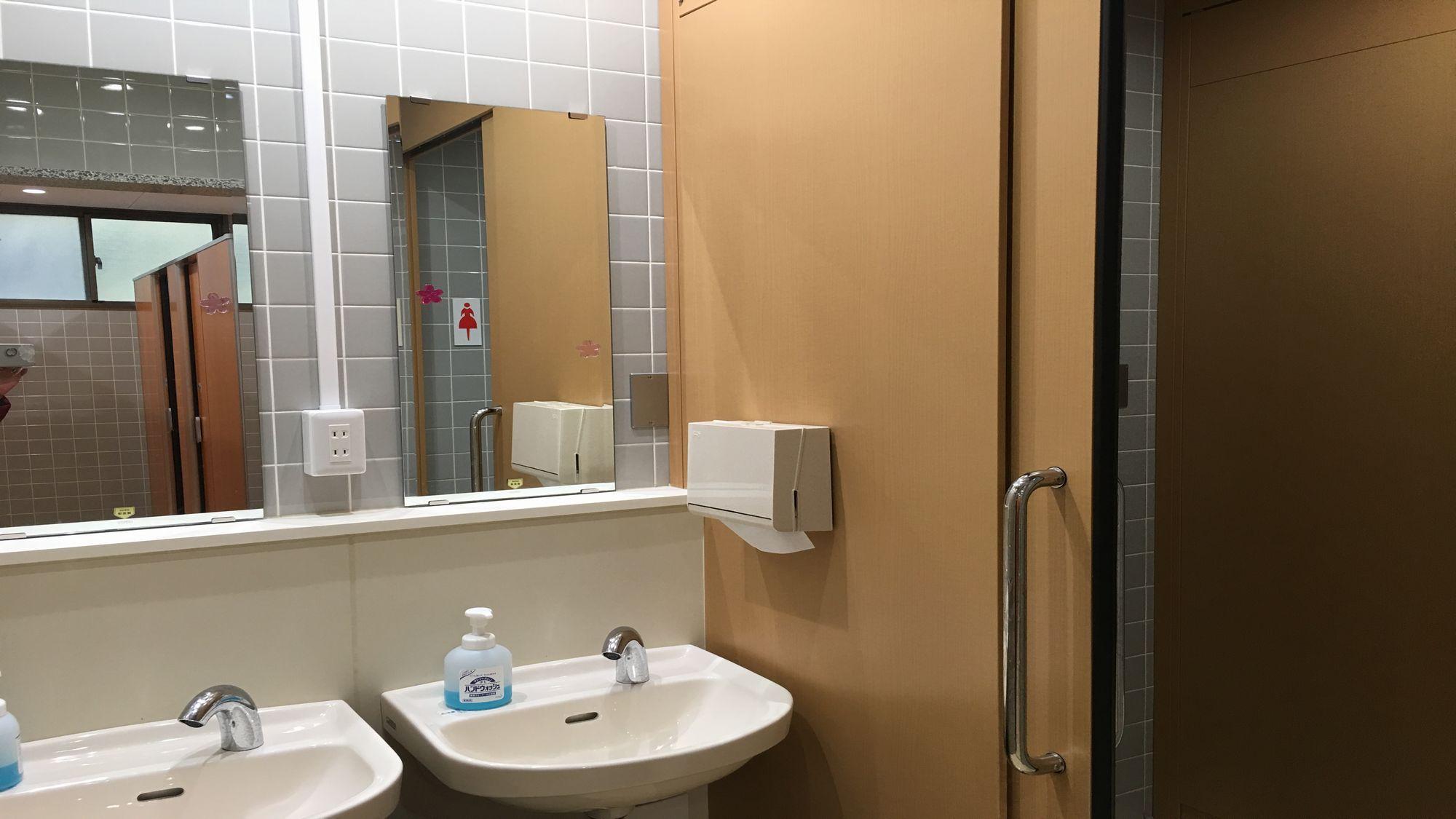 女性共同トイレ