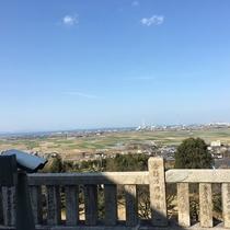 社殿のある高台からは遠く燧灘が見渡せます