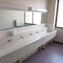 *館内一例:共同の洗面所