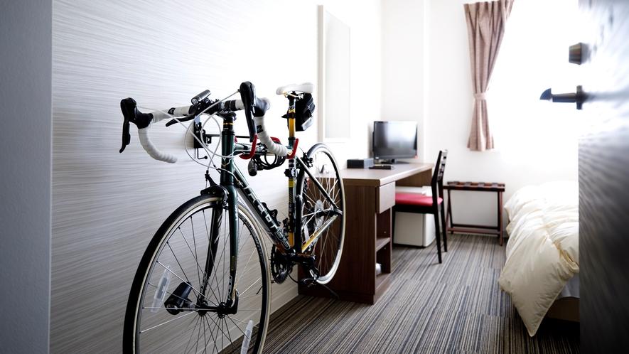*室内に自転車を掛けられるお部屋もございます