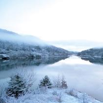 朝霧の白竜湖