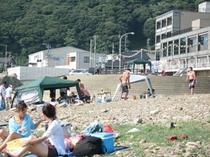 当館前の海水浴場