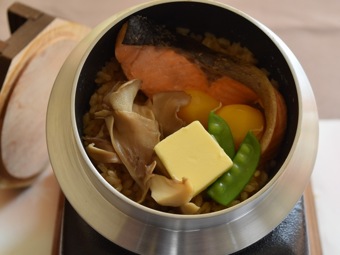 旬の食材釜飯(一例)