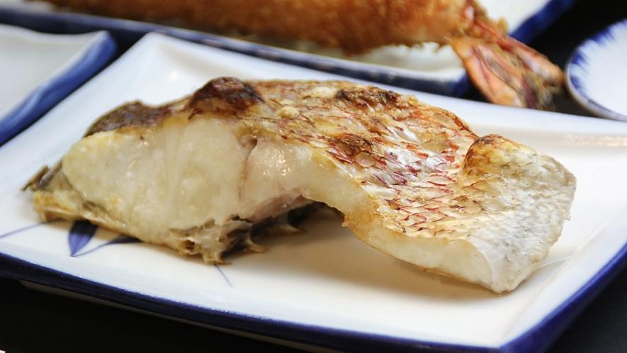 鯛の切身焼(コース料理内容の一例)