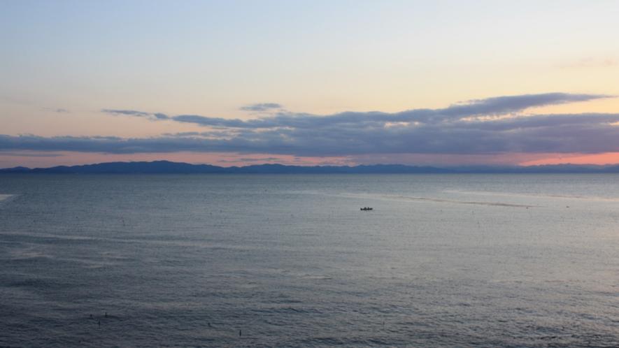 夕刻、海側客室からの眺望2