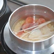 <釜飯>米一粒一粒に素材から出る旨みが凝縮