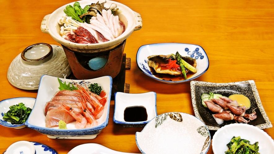 *<夕食一例>新鮮な海の幸を使った家庭的なお料理。
