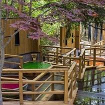 【森の散歩湯WOOD SPA】ワインやヒアルロン酸など、カラフルな見た目も楽しい香り湯。