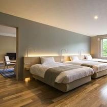 【レディースプレミアム】ベッド3台が横に並ぶ寝室。リビングと合わせ76㎡のゆとりの広さです。