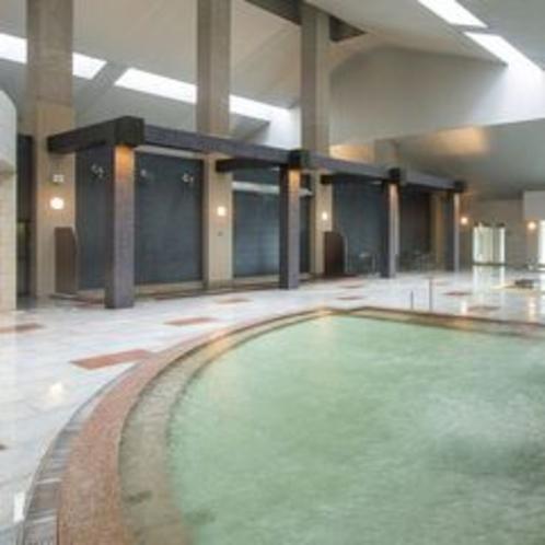 【大浴場DAI-NO-JI】大きな浴槽で足を伸ばし、北湯沢の湯を存分にお楽しみください。